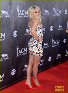 Jamie Lynn Spears takes the red carpet in style at the 2014 Academy Of Country Music Awards held at the MGM Grand Garden Arena on Sunday (April 6) in Las Vegas