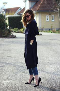 (H Trend trench coat, COS jeans, Zara shoes, Michael Kors watch and Karen Walker sunglasses)