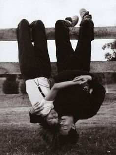 Vogue, September Linda Evangelista and Kyle MacLachlan, photographed by Steven Meisel; Linda wears suspendered pants by Calvin Klein and a Hanro tee. Linda Evangelista, Steven Meisel, Photo Couple, Couple Photos, Fashion Foto, Couple Goals Cuddling, Kyle Maclachlan, Hopeless Romantic, Vintage Love
