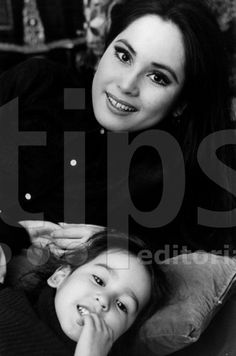 Avec her daughter Kartika at home paris 1971