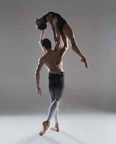 Karina González and Connor Walsh, The Houston Ballet Source and more info at: Photographer Taylor-Ferné Morris Website Photographer Taylor-Ferné Morris on Vimeo Photographer Taylor-Ferné Morris on … Modern Dance, Contemporary Dance, Shall We Dance, Just Dance, Dance Art, Dance Music, Bon Sport, Wow Photo, Dance Movement
