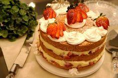"""O site """"Receitas e Temperos"""" compartilhou o passo-a-passo para preparar um legítimo """"Naked Cake"""" sabor """"Amor aos Pedaços""""."""