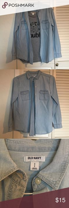 Chambray Button-Down Shirt for Women ➡️Chambray Button-Down Shirt for Women ➡️Women's size small  ➡️Great for layering   ➡️Super soft and comfortable  ➡️Great condition  💰Bundle discounts💰 ❤️Reasonable offers only please❤️ Old Navy Tops Button Down Shirts
