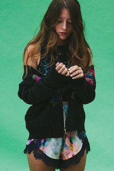 Teresa Oman - love the bizarre outfit this makes Boho Fashion, Girl Fashion, Vintage Fashion, Fashion Outfits, Fashion Trends, Festival Mode, Festival Fashion, Festival Style, Bohemian Mode