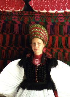 Hungarian traditional clothing Szek Hungarian Embroidery, Folk Dance, Festival Dress, People Of The World, Chain Stitch, Traditional Dresses, Embroidery Patterns, Beautiful People, Hungary