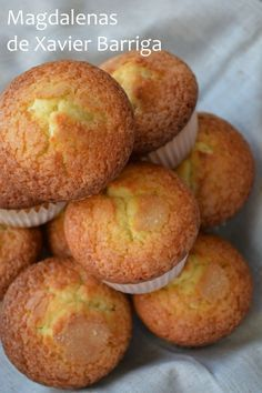 Hasta que no encontré esta receta de Xavier Barriga , no había conseguido antes esa sabor a magdalena de toda la vida, con una miga esponjo... Mexican Sweet Breads, Mexican Bread, Mexican Food Recipes, Sweet Recipes, Muffin Recipes, Cake Recipes, Dessert Recipes, Delicious Desserts, Yummy Food