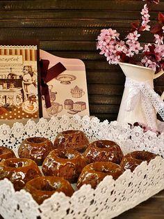Juditka konyhája: KARAMELLMÁZAS, CSOKIS KUGLÓFOCSKÁK Gingerbread Cookies, Stuffed Mushrooms, Vegetables, Desserts, Food, Gingerbread Cupcakes, Stuff Mushrooms, Tailgate Desserts, Deserts