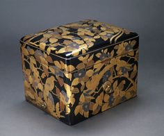 [Cosmetic box] Wood covered in black lacquer with red and gold hiramaki-e and e-nashiji lacquer and silver foil; gilded metal fittings. Early 17th century