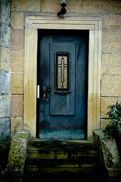 Beautiful picture. Love the inset on the door.