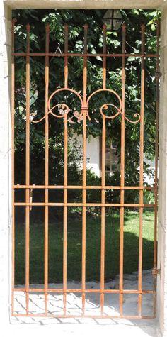 grille de defense devant porte d 39 entree fer forg inspiration grille de protection. Black Bedroom Furniture Sets. Home Design Ideas