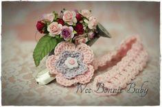 Dummy Chain - Fleur Rose-Pourpre Crochet Accessories, Little Miss, Beanie Hats, Crochet Baby, Boy Or Girl, Crochet Patterns, Arts And Crafts, Colours, Texture