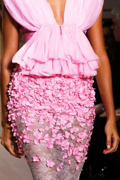 What an incredible skirt! I am compelled to dismember hundreds of tiny silk flowers.