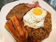 Receta del Tacu Tacu   Hoy en el blog de César Hinojosa Quiroz hablaremos de este riquísimo plato de nuestra gastronomía peruana el tacu ta... #tacutacu #gastronomiaperuana #comidaperuana #peruvianrecipes
