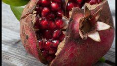 La melagrana è una bacca di notevole consistenza rivestita da una buccia dura e coriacea ed apporta solamente 52-60 Kcal per 100 grammi di prodotto. È costituita da un'abbondante quantità di acqua, corrispondente a circa l'80%, mentre il restante 20% è ripartito tra zuccheri (13%), fibre (3-4%), proteine (1%) e grassi (0,5-1%). Un frutto…
