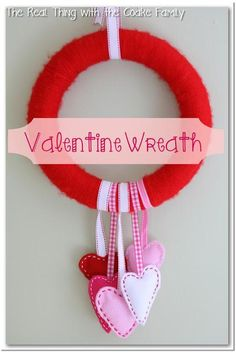 DIY Felt Fabric Valentine : DIY Valentine Wreath with Felt Hearts
