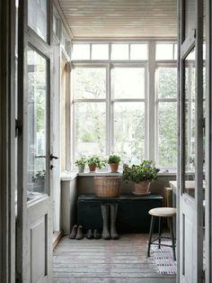Simple farmhouse style. #hallwayideasrustic