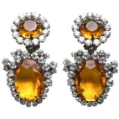 Preowned 60s K.j.l Amber Earrings (1.850 RON) ❤ liked on Polyvore featuring jewelry, earrings, brown, dangle earrings, long earrings, kenneth jay lane jewelry, amber jewelry, amber earrings and pre owned jewelry