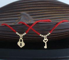 cadena de hilo de rosca rojo par de destino cable 14 K ORO LLENO suerte pulsera Bendel, Cábala, Israel pulsera pulsera, joyería judía, tienda por una causa, hacer bien, para su, joyería de la pareja, con bolsa de regalo hecho a mano Incluye: Caja de regalo + 2 pulseras nudos hechos a