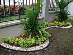 . Small Front Gardens, Small Courtyard Gardens, Creative Landscape, Garden Landscape Design, Florida Landscaping, Front Yard Landscaping, Garden Edging, Lawn And Garden, Unique Gardens