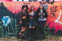 Editorial Glam Rock  PRODUÇÃO: Gabriela Guandet, Giovane Pinheiro e Natalia Emilia FOTOGRAFIA: Guilherme Fernandes MODELOS: Juliana Escobar, Luna Rocha e Ana Roloff
