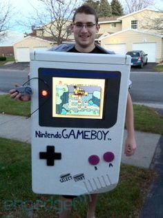 Gameboy... เป็นตัวอย่างที่ไม่ดี เพราะมีการเนื้อที่ใช้สอยมากเกินไป ทำให้เปลืองพลังงานและไม่สะดวกต่อการพกพา