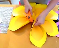 How to Make Giant Hawaiian Paper Flowers Giant paper flower tutorial. Hawaiian paper flowers for Moana inspired party. Create a tropical paper flower backdrop for your next party! Help For diy crafts Large Paper Flowers, Giant Paper Flowers, Diy Flowers, How To Make Paper Flowers, Flora Flowers, Diy Paper, Paper Crafts, Tulle Crafts, Deco Cafe