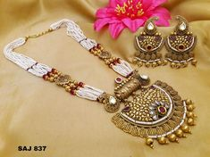 Antique Golden Jewelry with Kundan and Moti Work - Antique. - Antique Golden Jewelry with Kundan and Moti Work – Antique Golden Jewelry w - Diy Jewelry Unique, Diy Jewelry To Sell, Antique Jewellery Designs, Gold Jewellery Design, Antique Jewelry, Golden Jewelry, Silver Jewelry, Silver Earrings, Silver Ring