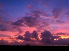Sky on fire..... . . . #sunset #merida  #yucatan #mexico #adventureFoodBeer #world_photography_club #natgeo #lonelyplanet #worldnomads #thisisadventure #travel #explore #natgeotravel #nakedplanet #travelgram #travel #traveler #photooftheday #visitmexico #igers #igersmexico #mexico_maravilloso #mexicodesconocido #viajeromd #viajeroexpertomd #mexico_greatshots #NatGeoMx  #wonderful_places  #andaryucatan #kooxyucatan