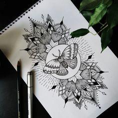 Páteční noční chvíle jsou pro mě většinou plné myšlenek, deroucích se na papír, včera večer se z nich vyklubal mandalový motýl