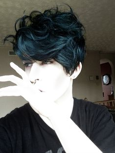 Previous Pinner said: Dyed my hair deep teal voodoo blue by manic panic on unbleached naturally dark brown hair. New Long Hairstyles, Pixie Hairstyles, Pretty Hairstyles, Scene Hairstyles, Dark Blue Hair, Brown Hair, Short Teal Hair, Dyed Hair Blue, Long Gray Hair