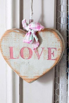 recycled with pink love - Ana Rosa, I Love Heart, Happy Heart, Valentine Crafts, Be My Valentine, Arte Pallet, Decoupage, Heart Crafts, Fire Heart, Wooden Hearts