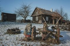 Skansen w Głogowie Cabin, House Styles, Sea, Home Decor, Poland, Historia, Decoration Home, Room Decor, Cabins