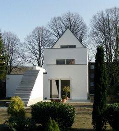 Modernes Zweifamilienhaus Mit Geraden Linien Im Bauhausstil ( #traumhaus  #haustypen #hausfinder #haus
