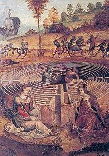 Sans doute la plus célèbre reproduction picturale du labyrinthe de Chartres représente au XVe S., Thésée en armure pourfendant le Minotaure au centre du labyrinthe de Chartres présenté en volume. Le tracé « noir » est matérialisé par un ruban de muraille