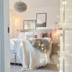 Movie time (Braveheart...gets me every time )  Good night sweet insats! ♡✨ ✧✧✧✧✧✧✧✧✧✧✧✧✧✧✧✧✧✧✧✧✧✧✧✧✧✧✧✧✧ #skandinaviskehjem #nordicinspiration #nordicliving #mynordichome #interior #interior123 #bedroom #dream_interiors #norsuinteriors #homeinspiration #bedroominspo #interior_and_living #interiørmagasinet #mykindoflikeinspo #interiorwarrior #interior4all #interiorforinspo #whiteinterior #interiordesign #bybetina #kajastef #interiordesign @interior4all #socialmedia #interior #interior4al...