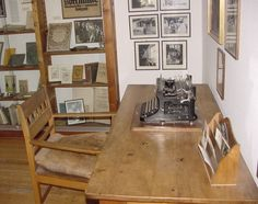 Hesse's writing desk, pictured at the Museum Gaienhofen...♔..