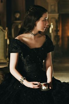 Find images and videos about reign and adelaide kane on We Heart It - the app to get lost in what you love. Adelaide Kane, Mary Stuart, Princesa Elizabeth, Reign Tv Show, Reign Mary, Reign Dresses, Reign Fashion, Dark Princess, Princess Aesthetic