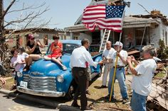 Obama Photographer Reminds Us How Presidents Used To Act During Disasters