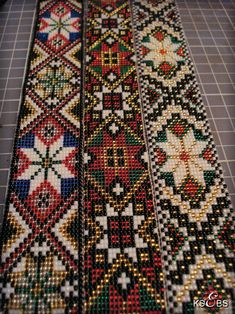 Loom Beading, Beading Patterns, Cross Stitch Embroidery, Bohemian Rug, Arts And Crafts, Beads, Rugs, Bridal Dresses, Farmhouse Rugs