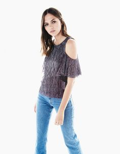 T-shirt plissada fibra metalizada off shoulder - Party Looks - Bershka Portugal