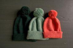 Classic Cuffed Hat with Pom Pom - FREE Knitting Pattern / Tutorial