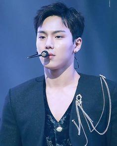 how can he - - 🌸#shownu#셔누#MonstaX#kpop#몬스타엑스 #SonHyunwoo#jooheon#minhyuk#wonho#kihyun  #changkyun#hyungwon#monbebe#몬베베 🌸 cr. show you