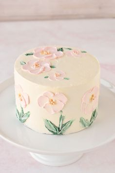 easy tutorial shows you how to hand paint beautiful floral art onto a cake using buttercream frosting, palette knives, and paint brushes. Easy Cake Decorating, Birthday Cake Decorating, Cake Decorating Techniques, Pretty Birthday Cakes, Pretty Cakes, Card Birthday, Birthday Greetings, Birthday Ideas, Happy Birthday