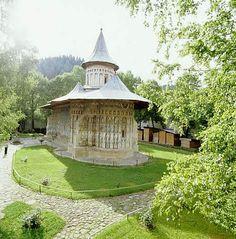 #Monasteries in Romania - Voronet http://topu.ro/wp-content/uploads/2012/05/M%C4%83n%C4%83stirea-Vorone%C5%A31.jpg