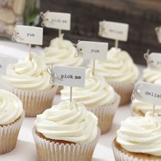 You and your crafting skills are cordially invited to have a Vintage Affair, featuring these adorable Cupcake Sticks. #vintagewedding #cupcakes #weddingfavour