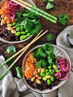 Poke bowl soijarouheella ja Hapiskimchillä (Vegeviettelys-blogi) Poke Bowl, Acai Bowl, Cantaloupe, Eat, Breakfast, Ethnic Recipes, Food Food, Acai Berry Bowl, Morning Coffee