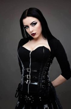 Top Gothic Fashion Tips To Keep You In Style. As trends change, and you age, be willing to alter your style so that you can always look your best. Consistently using good gothic fashion sense can help Gothic Girls, Hot Goth Girls, Punk Girls, Dark Beauty, Goth Beauty, Dark Fashion, Gothic Fashion, Style Fashion, Steampunk Fashion