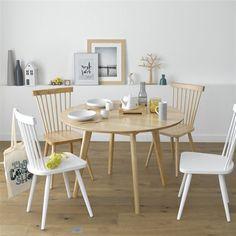 Esprit vintage et scandinave, allure sobre et élégante, la table ronde n'oublie pas d'être fonctionnelle : elle accueille aisément 6 personnes.