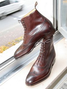 You've got yourself a pair of balmorals until you sit, and then they get the boot... pardon the pun.