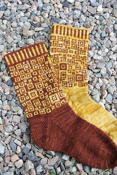 Ravelry: Squares Socks - Nurkkakunnan sukat pattern by Tuulia Salmela Knitting Socks, Hand Knitting, Knit Socks, Knit Or Crochet, Double Crochet, Toe Up Socks, Lots Of Socks, Knitted Slippers, Knitting Accessories